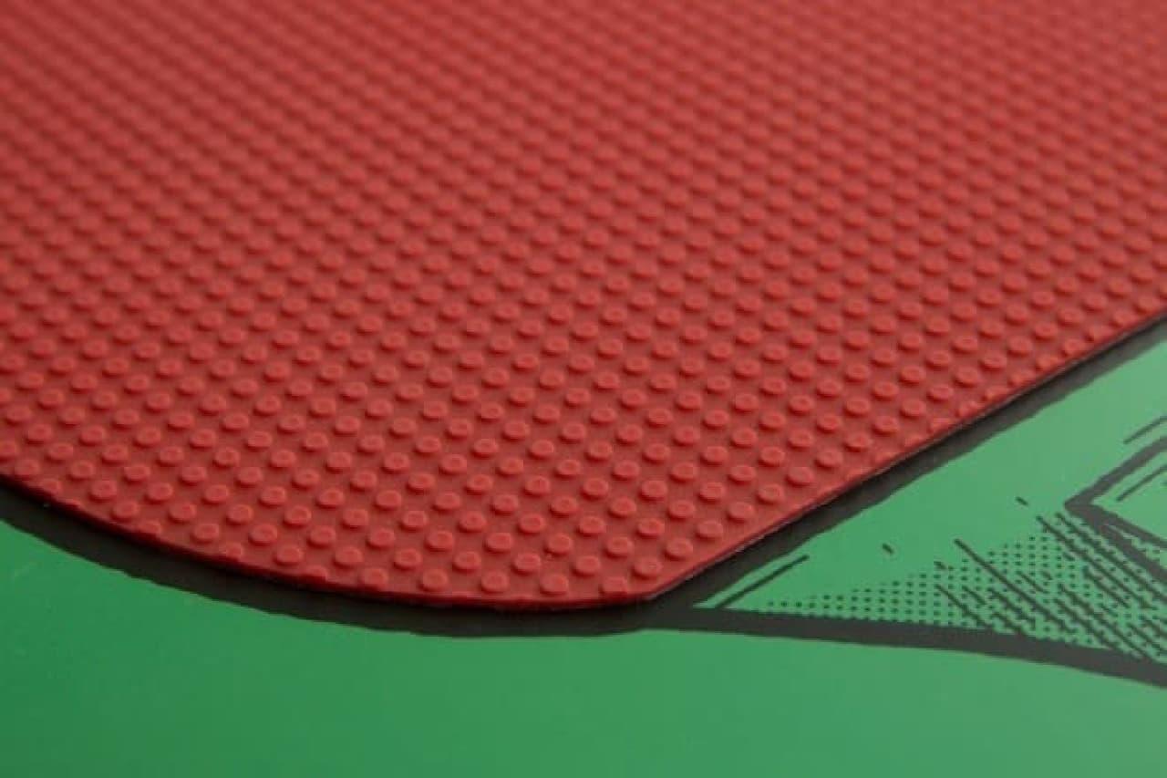 表面に貼られたラバーのアップ  カットマンも、満足?