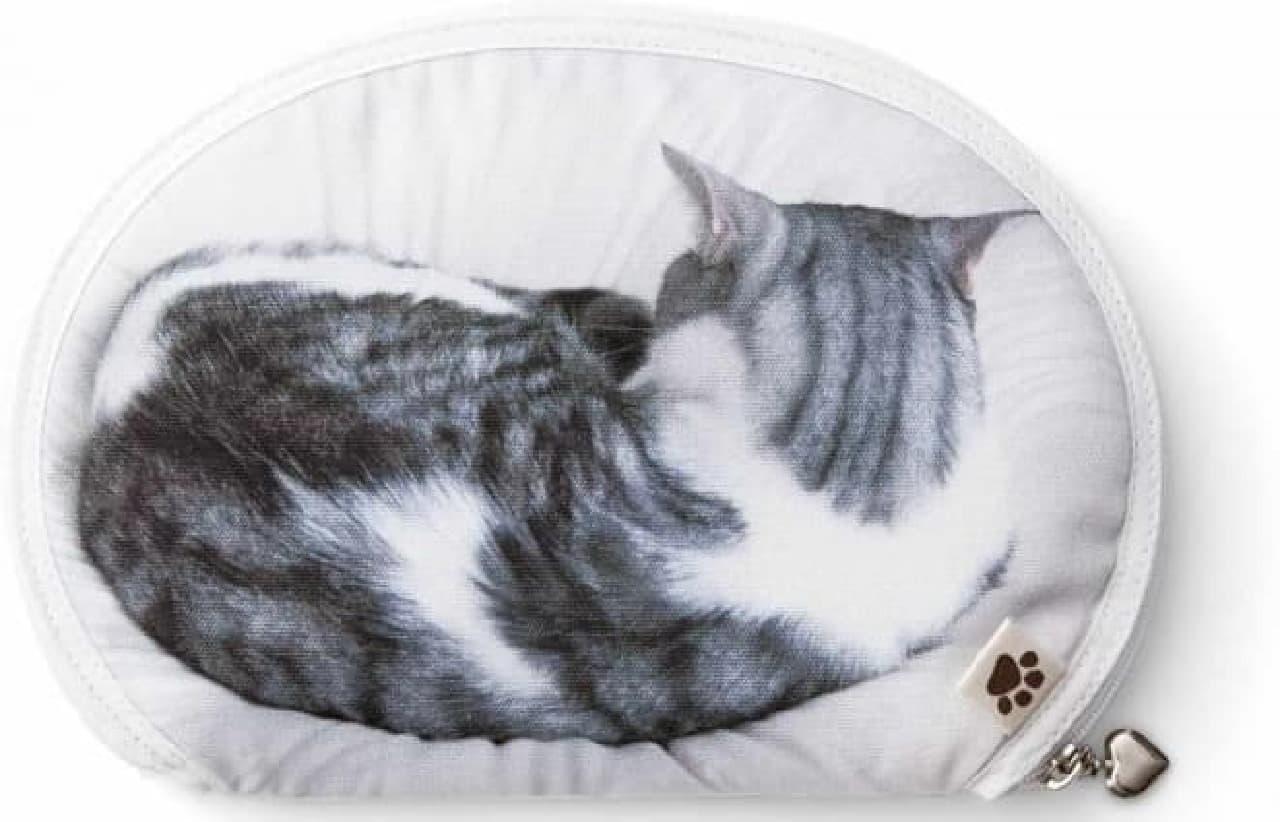「うだまさんちの猫とコラボ パッカーン!っと猫の開きポーチ」販売開始
