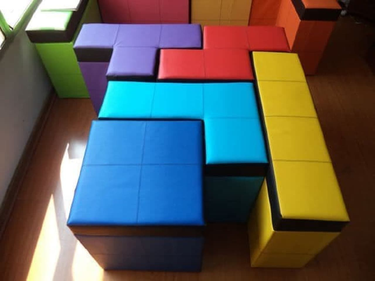 「Tetris-shaped Storage Benches」 販売
