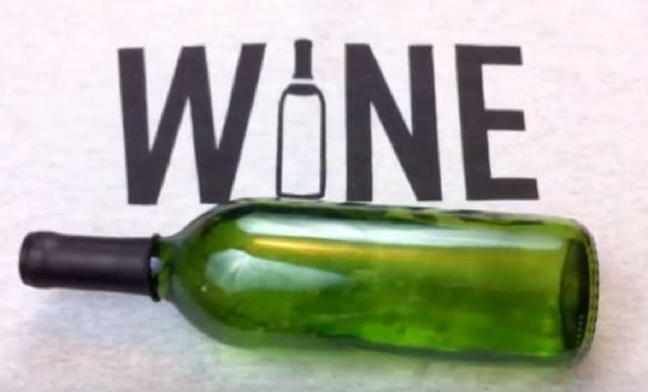 横に倒してもワインがこぼれることはない