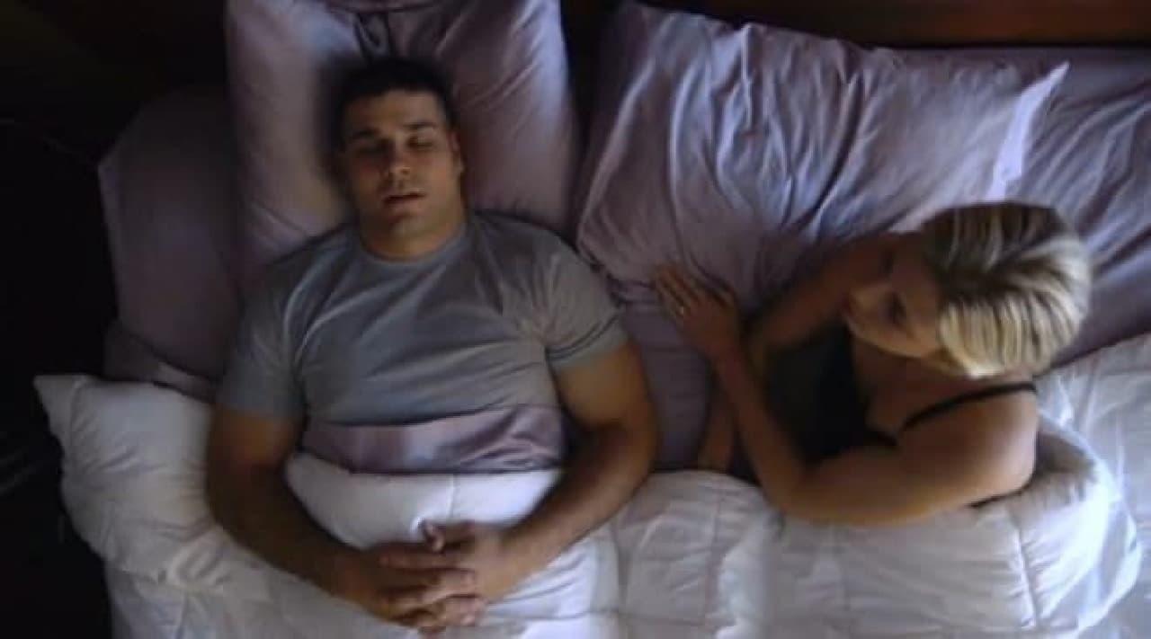 彼のいびきがうるさくて眠れないときも