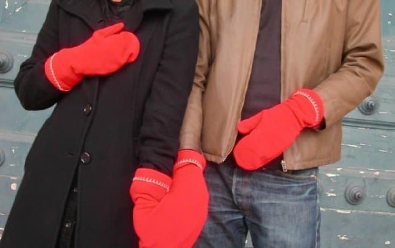 勇気と口実をくれる手つなぎ手袋「GLOVERS」