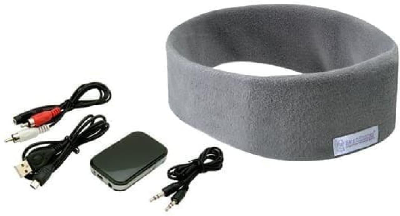 テレビに装着するBluetooth発信器と、「SleepPhones」のセット