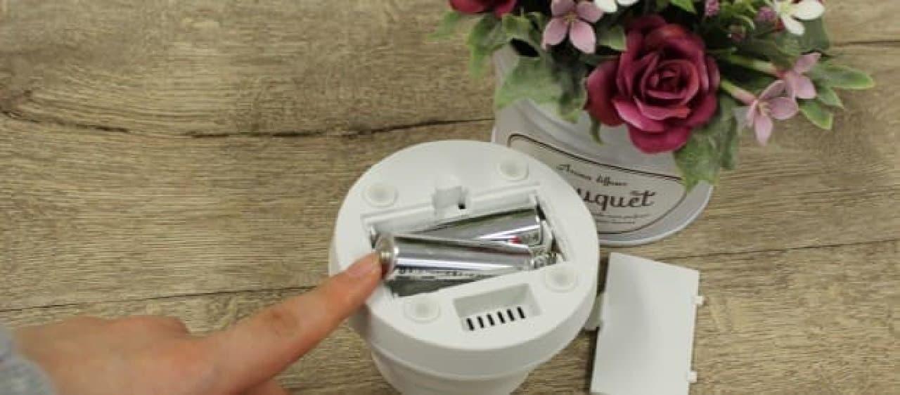 電源スイッチを入れればあたりは香りで包まれます  ちなみに、電源は単三乾電池です