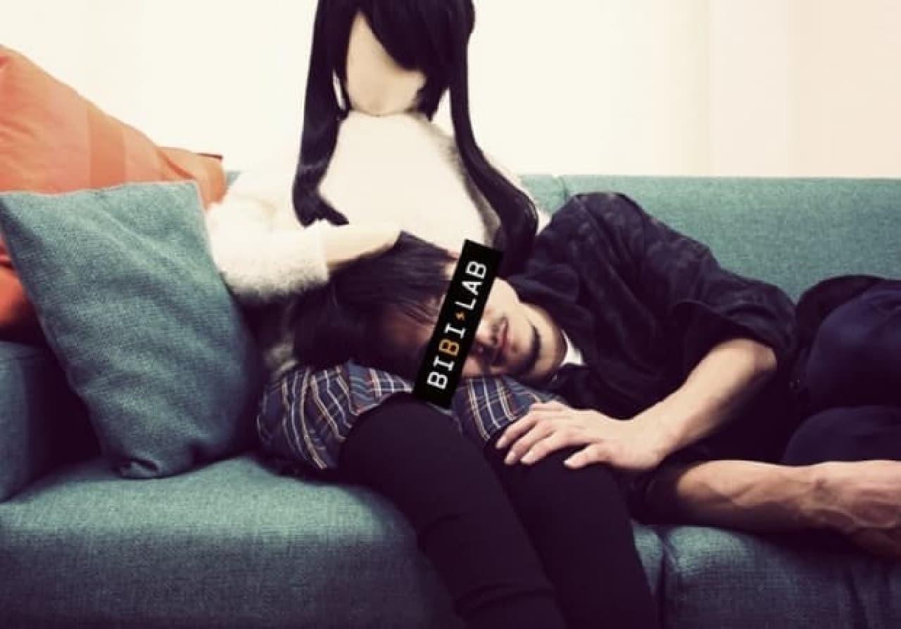 「日本綿嫁」による膝枕の例  枕としての本領を発揮?