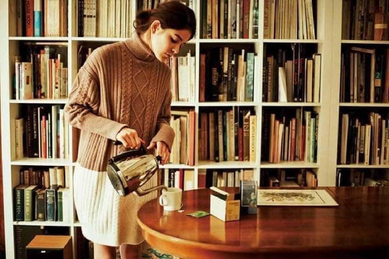 流行のケーブルニットをふわふわ軽い部屋着に  ケーブルニットワンピース(7,000円)