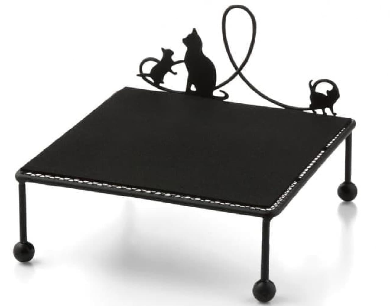 ネコさん用のごはん台「猫のためのニャンテーブル」