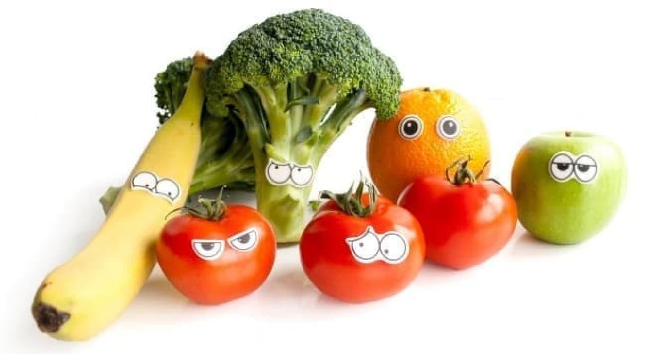 目の形をした食べられるシール「Edible Eyes」