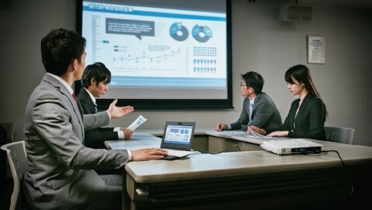 """「ポータブック」XMC10は、""""ビジネス出張専用デバイス""""  プレゼンテーションや"""