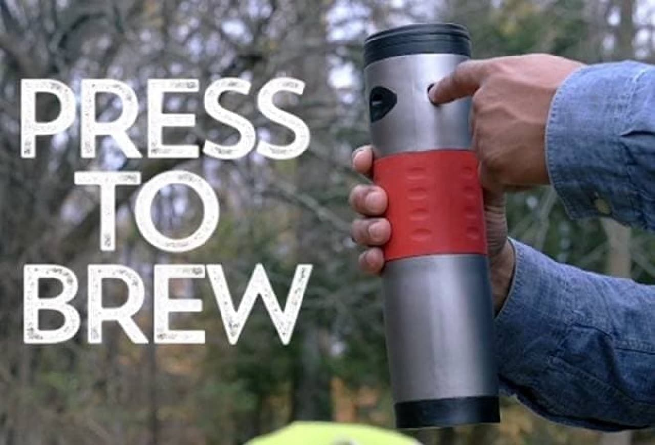 トラベルマグサイズの持ち運べるコーヒーメーカー「mojoe」