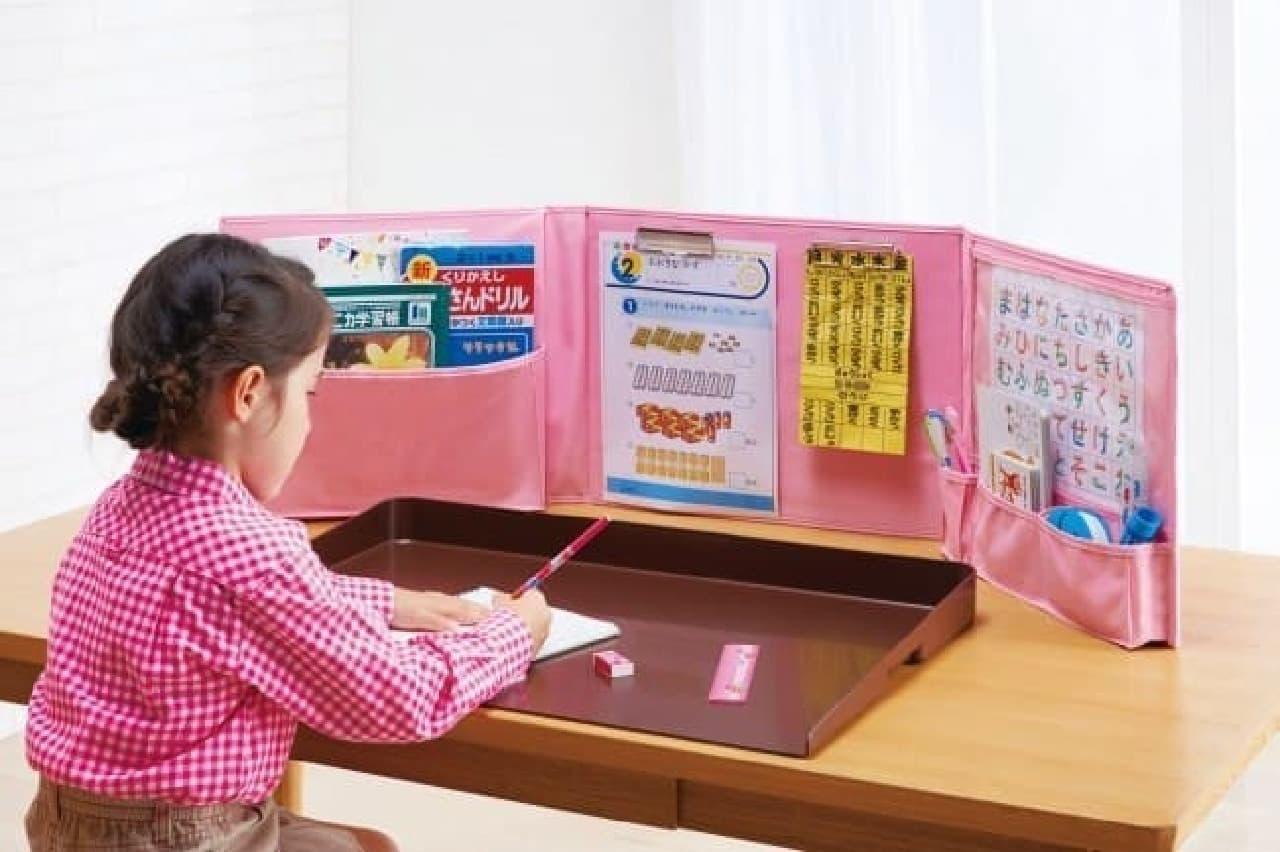 畳んで持ち運べる「リビングで集中できる学習室」