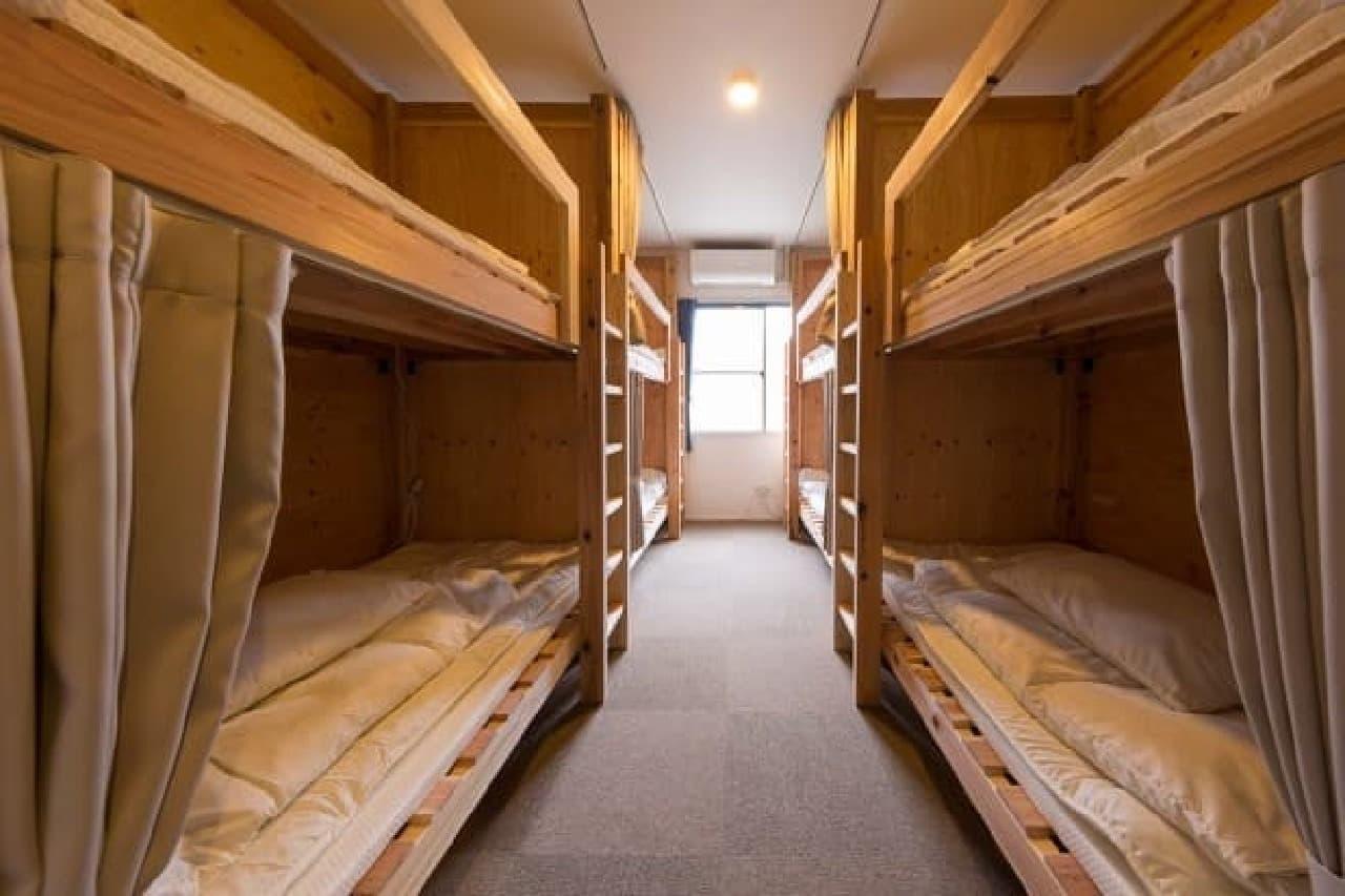 ドミトリー内の2段ベッド  修学旅行っぽい?