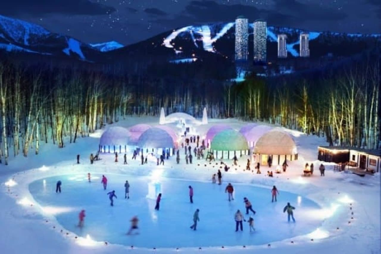 「アイスビレッジ」では、アイススケートや氷のレストランなどが楽しめる