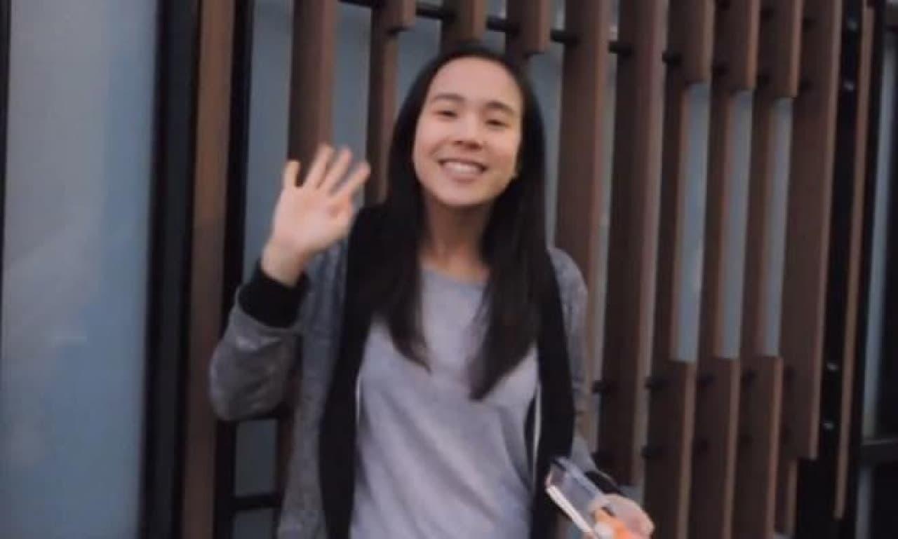 制作者のNicole Chengさん  左手にはお寿司が!