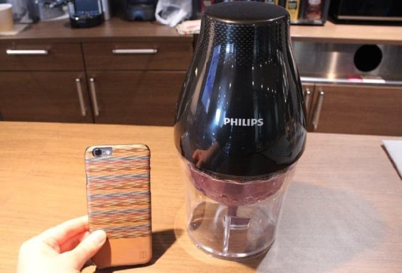 iPhone 6と比較。高さは30cmもない