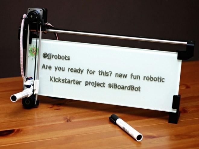 スマートフォンでコントロールできるお絵描きロボット「iBoardbot」
