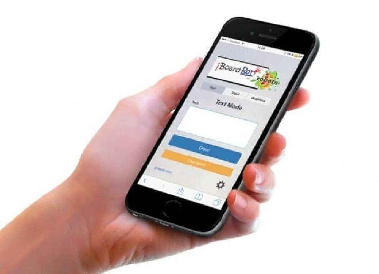 お絵描きロボット「iBoardbot」は、スマートフォンアプリでコントロール可能  「文字入力モード」「お絵描きモード」「グラフィックモード」を提供する