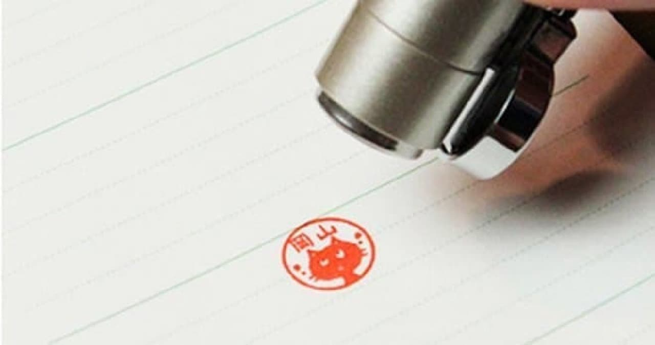 「ねこずかん」が取り付けられたペン「ねこずかん ネームペンタイプ」発売!