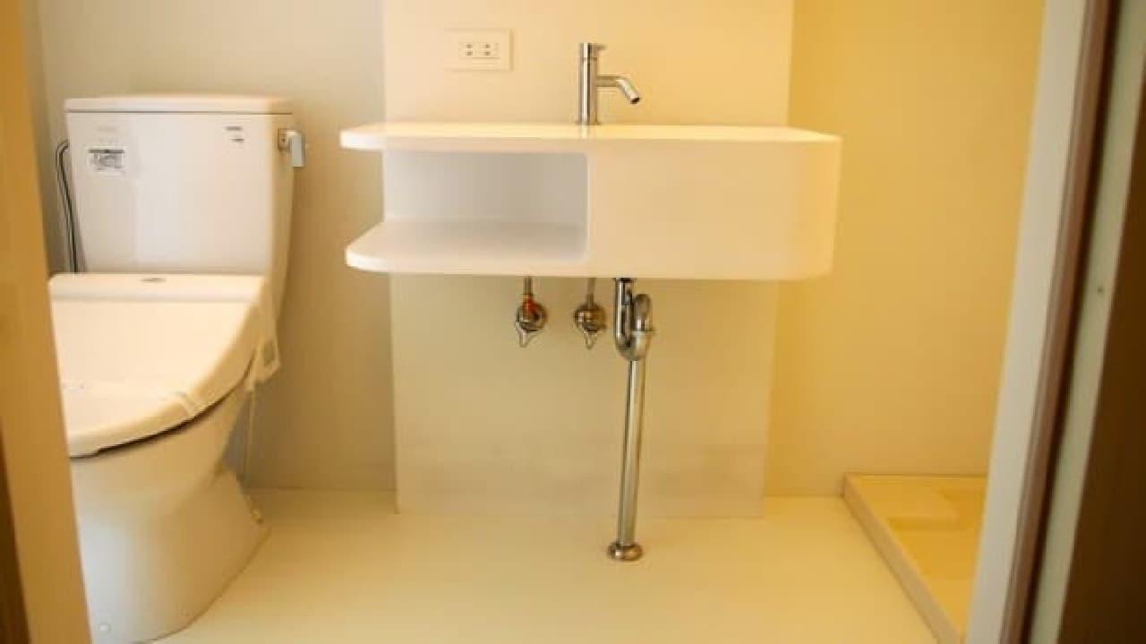 参考画像:ネコ用トイレ置き場の例  (注意:画像は「Gatos Apartment」の一室)