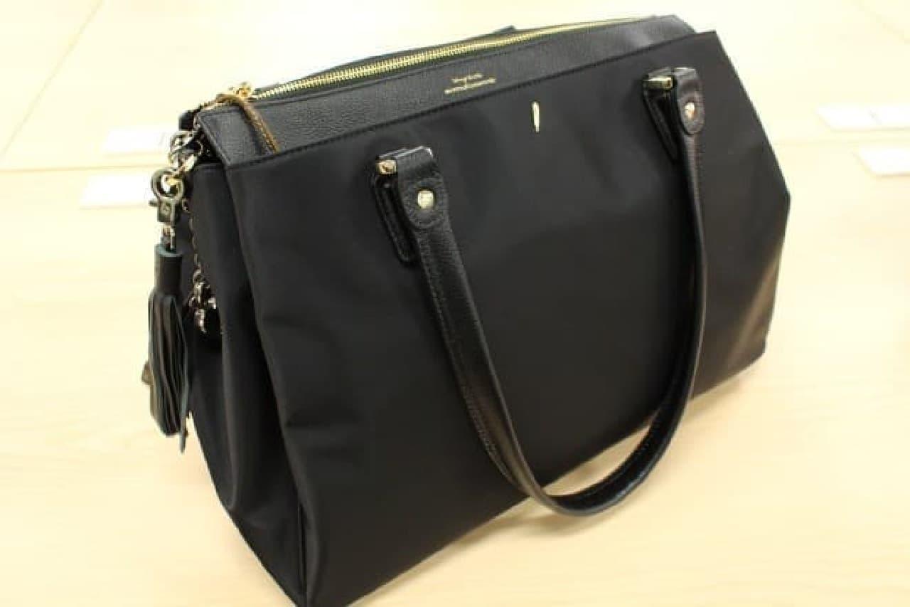この黒いバッグの