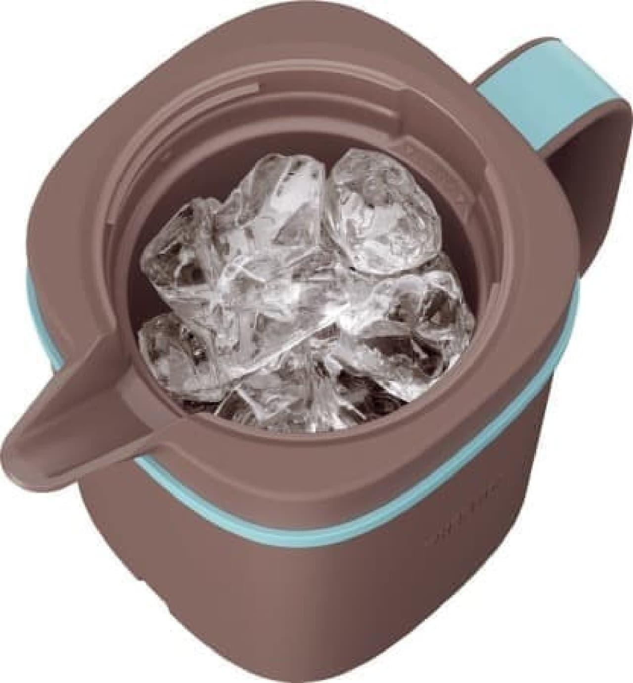 氷で一気に冷やすことで、透明感あるコーヒーに