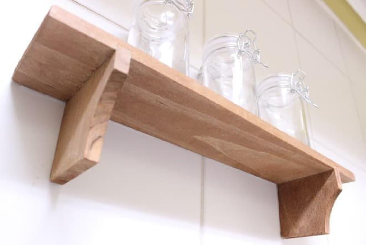 飾り棚もしっかり支える強度!  よく使う調味料がワンアクションで手に取れます