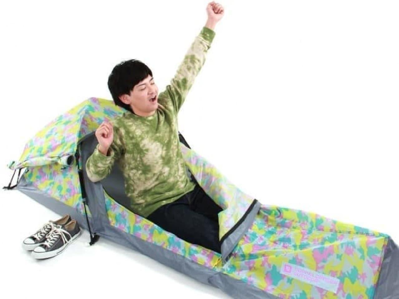 参考画像:「スキマテント」  「眠る場所があれば良い」という、究極の効率主義&個人主義