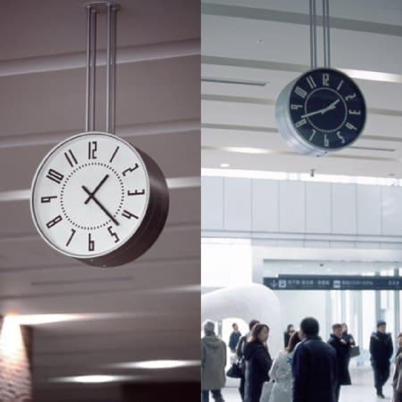 札幌駅構内の時計。両面で色が異なる