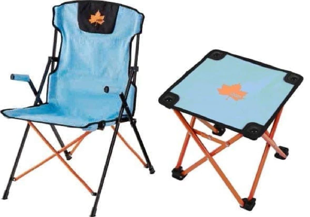 (左)「ダイニングスリムチェア」(3,980円)  (右)「コンパクトテーブル」(1,980円)