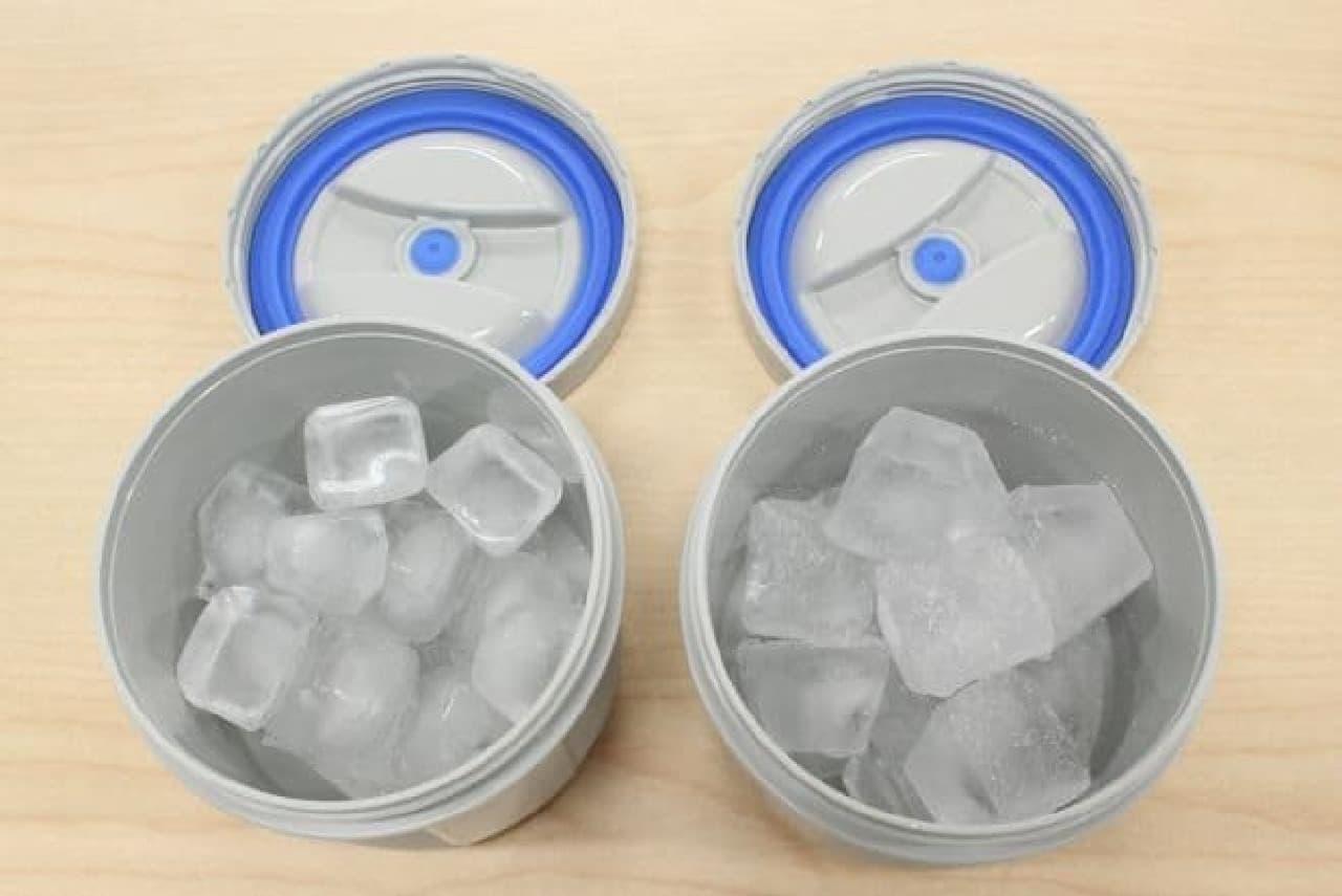小さめの氷(左)と大きめの氷(右)をそれぞれ容器の7分目くらいまで入れています