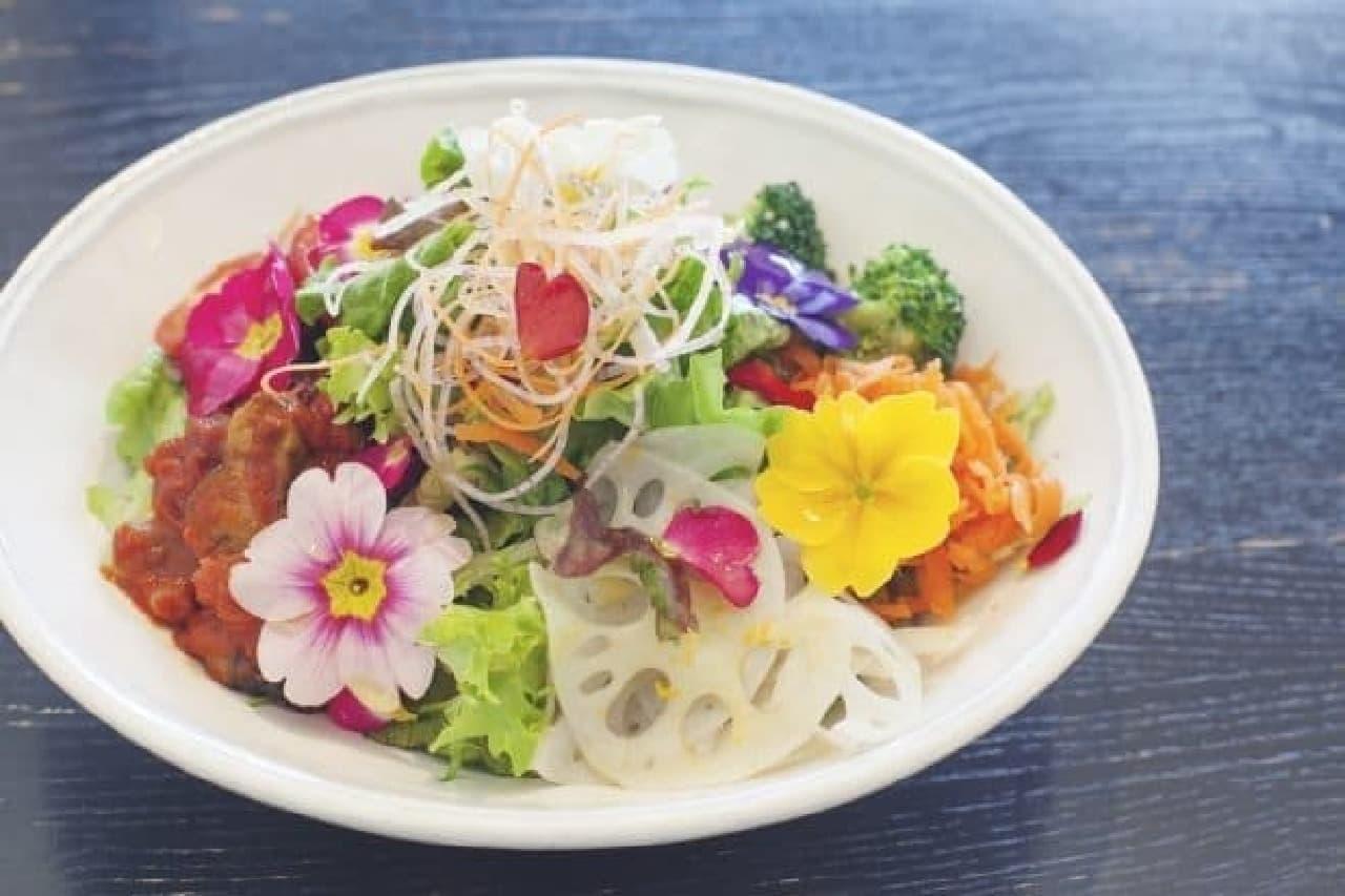 グッドモーニングカフェ&グリル 「フラワーマーケットサラダ」/1,000円(税込)