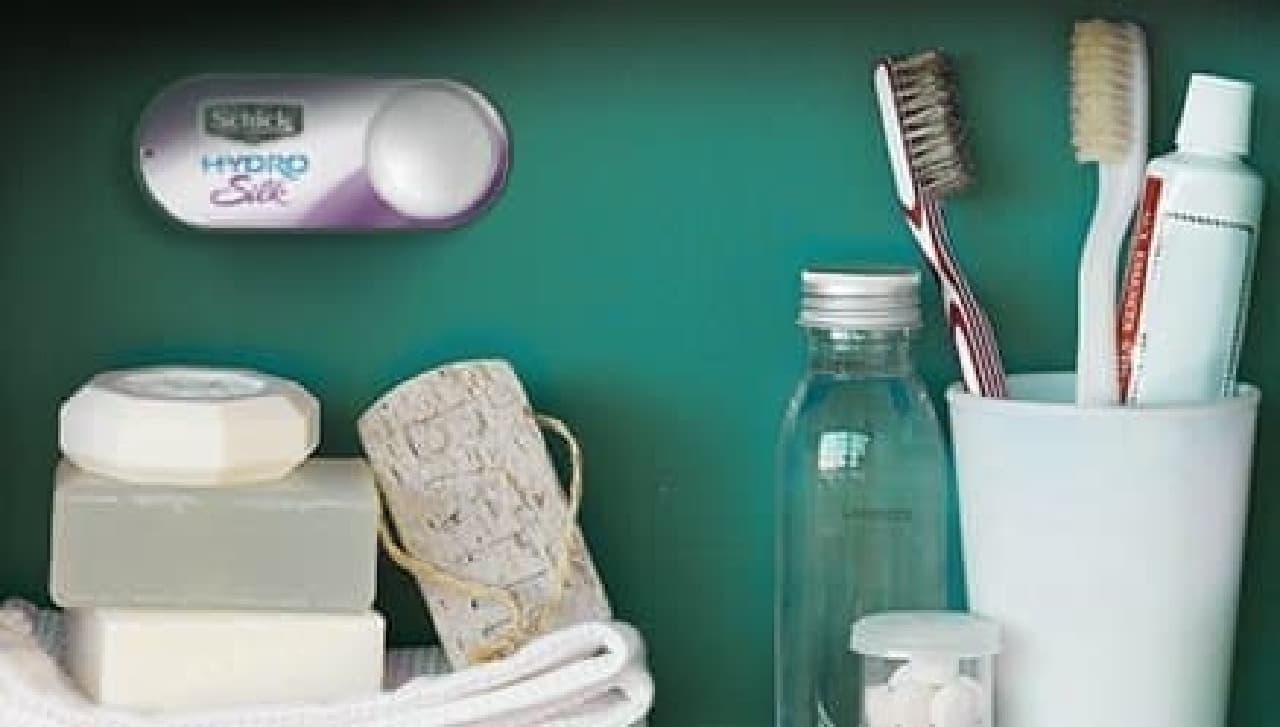 洗面台には、女性用カミソリ「シックハイドロシルク」のボタンを