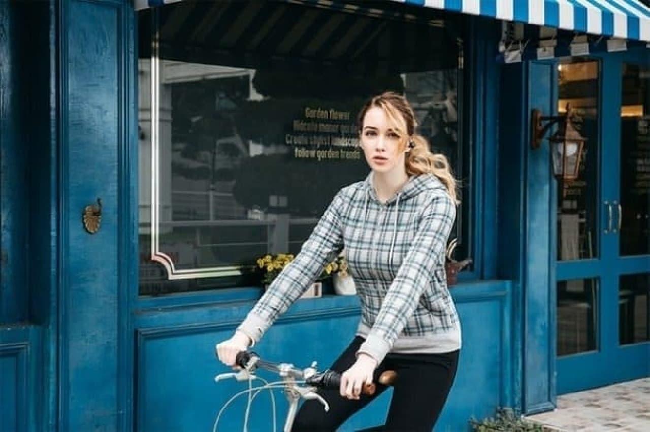 完全ハンズフリーでの会話が可能に  (注:日本では、携帯電話で通話をしながらの自転車走行は禁止されています)