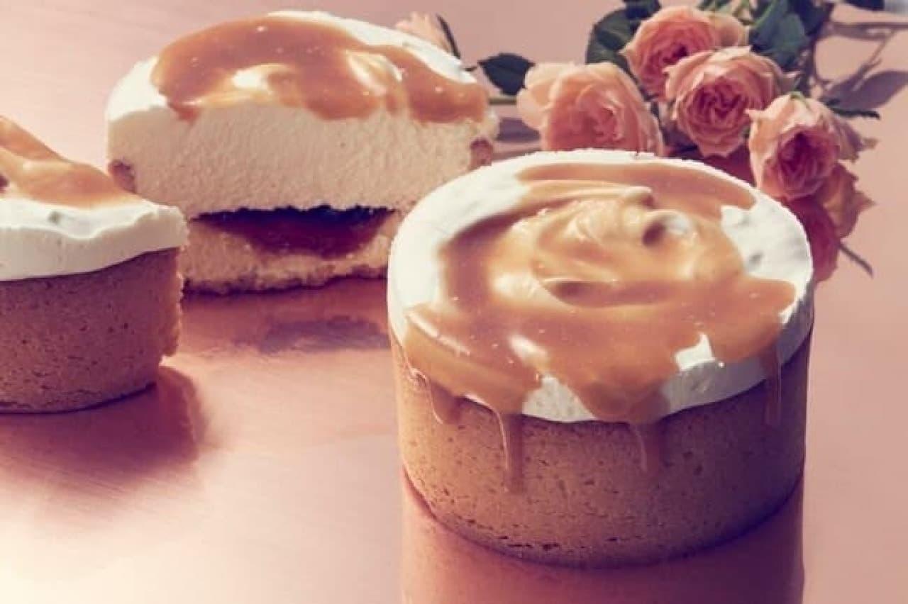 タルトの器にカスタードクリーム、マスカルポーネなどを詰めた「バターキャラメルポット」