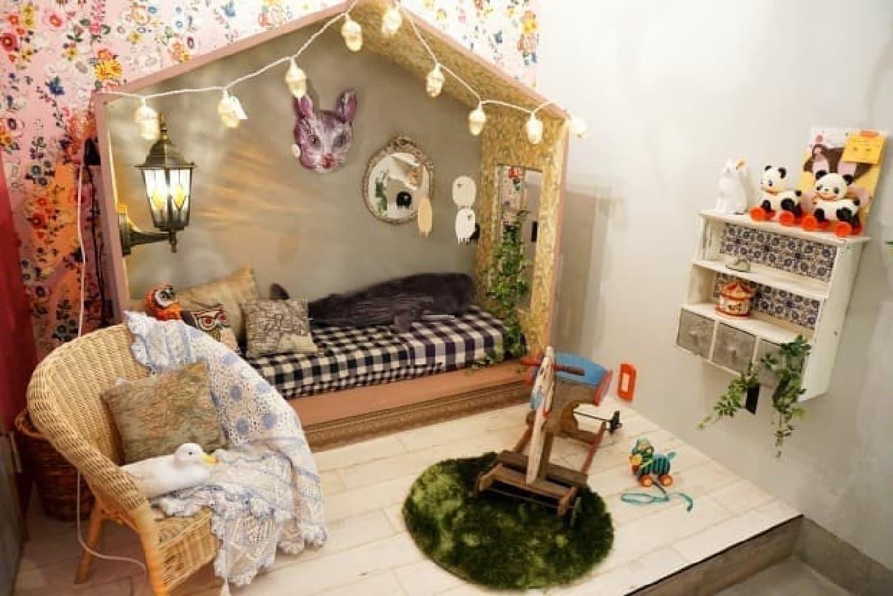 キュートな子ども部屋の事例  小屋は「一畳ハウス」というブランドのもの
