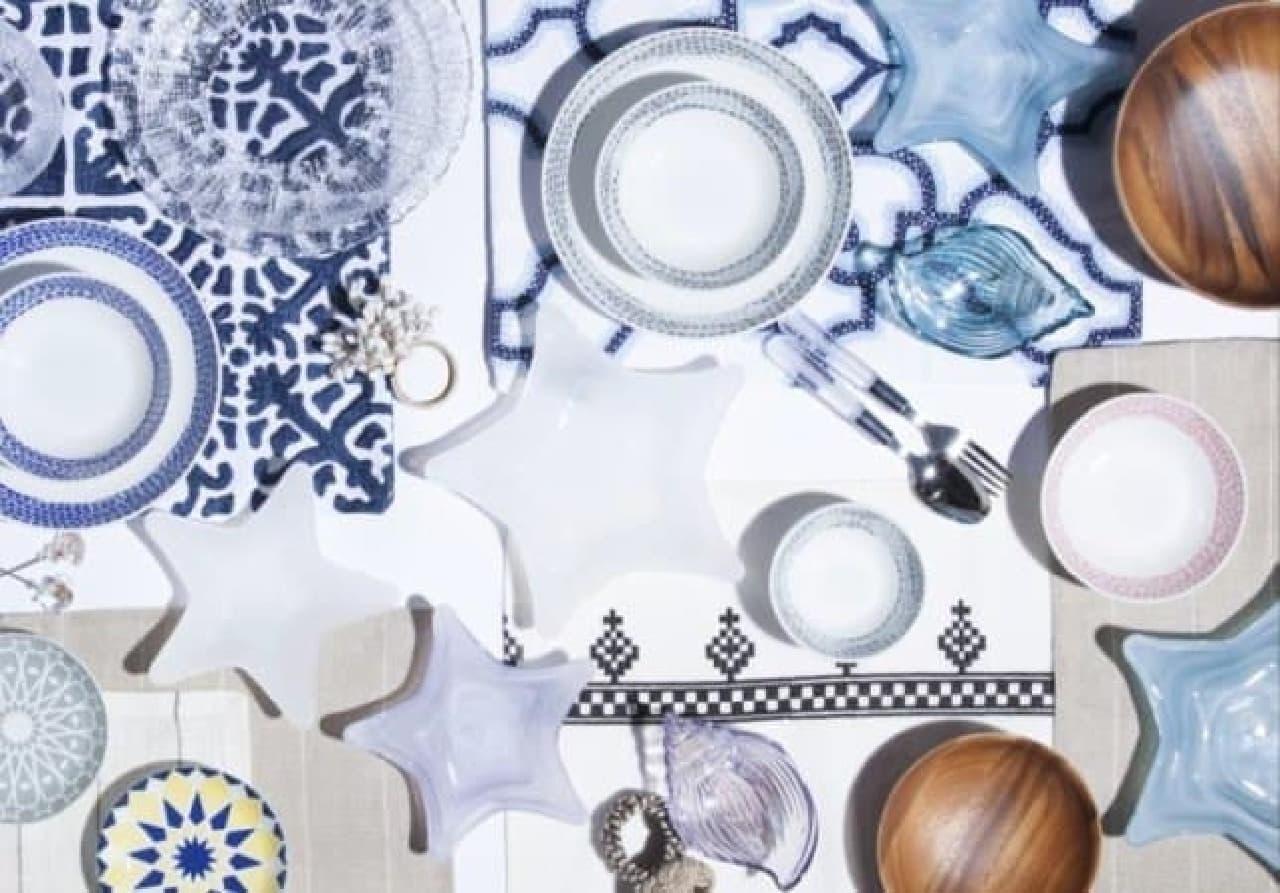 食卓を彩る夏らしい色合いのテーブルウェア