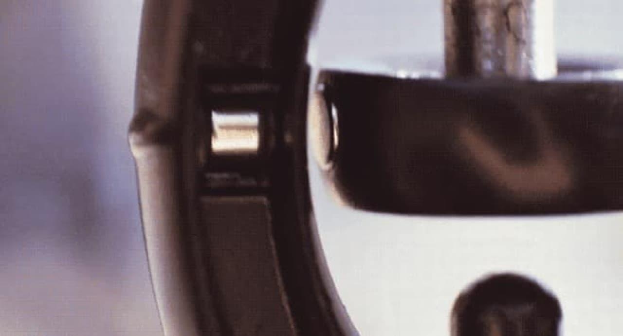 ジンバルは、ネオジムマグネット2つを活用している