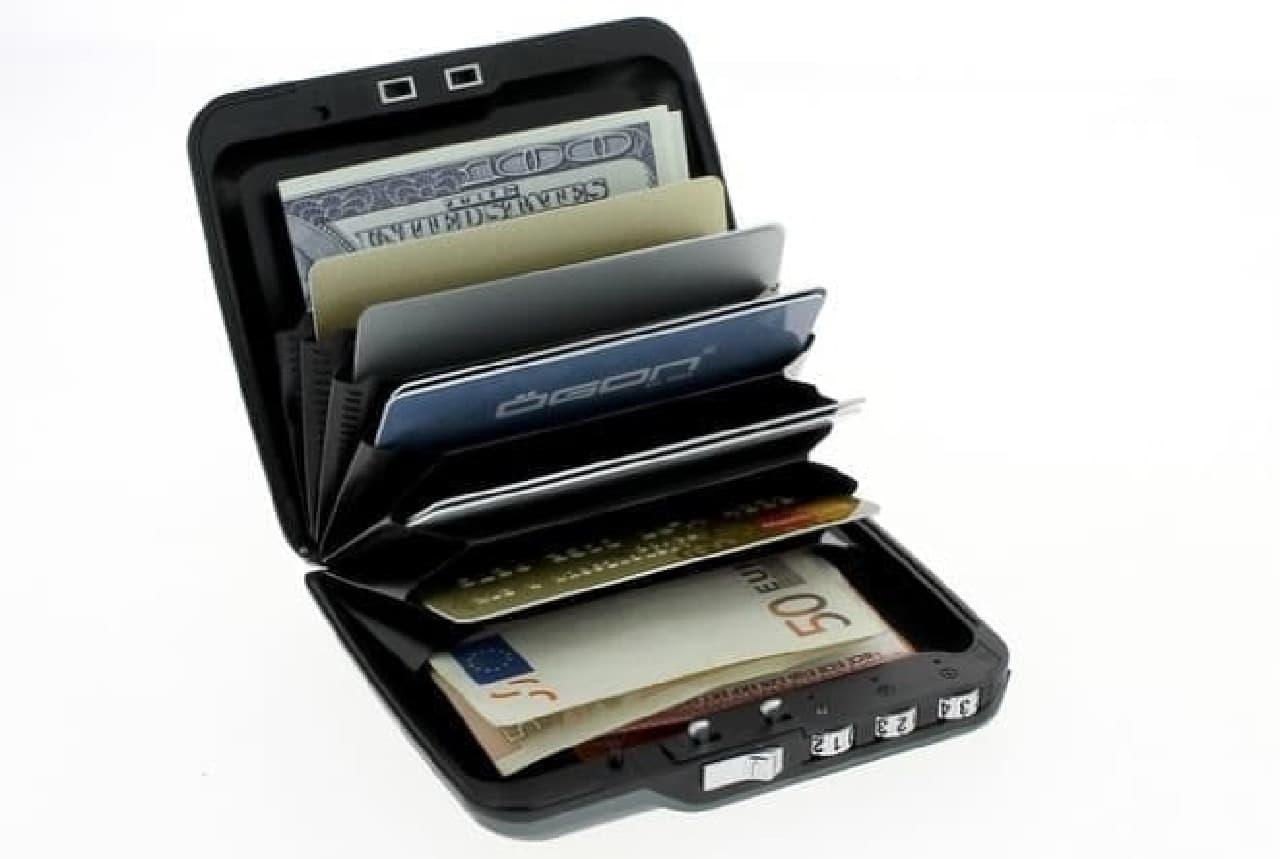 現金、クレジットカード、免許証などを守る