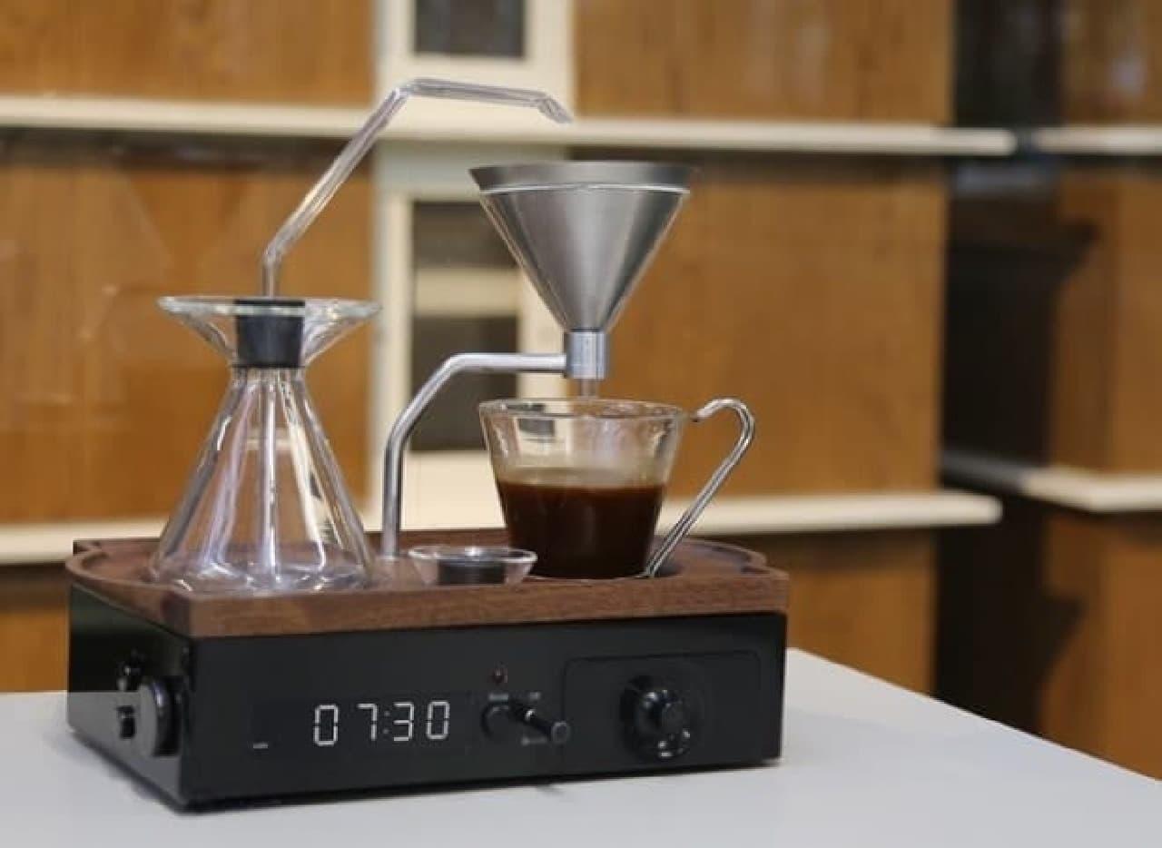 コーヒーメーカー内蔵の目覚まし時計「The Barisieur」