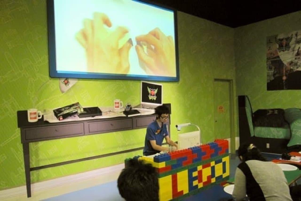 「大人のレゴ教室」のようす
