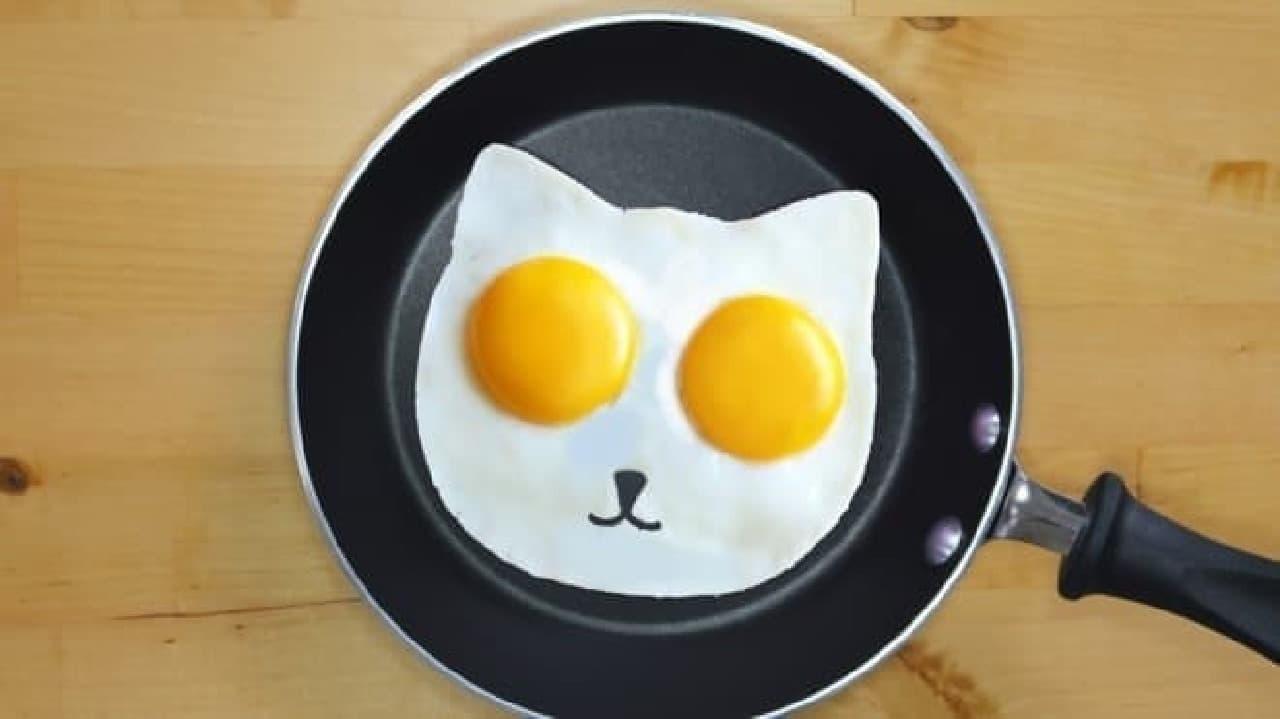 ネコ型目玉焼きが作れる焼き型「エッグ モールド キャット」が日本のクラウドファンディングサイトに登場