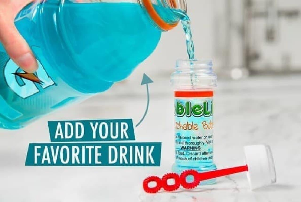 「BubbleLick」を使ったシャボン玉作成手順1:ボトル内にドリンクを注ぐ