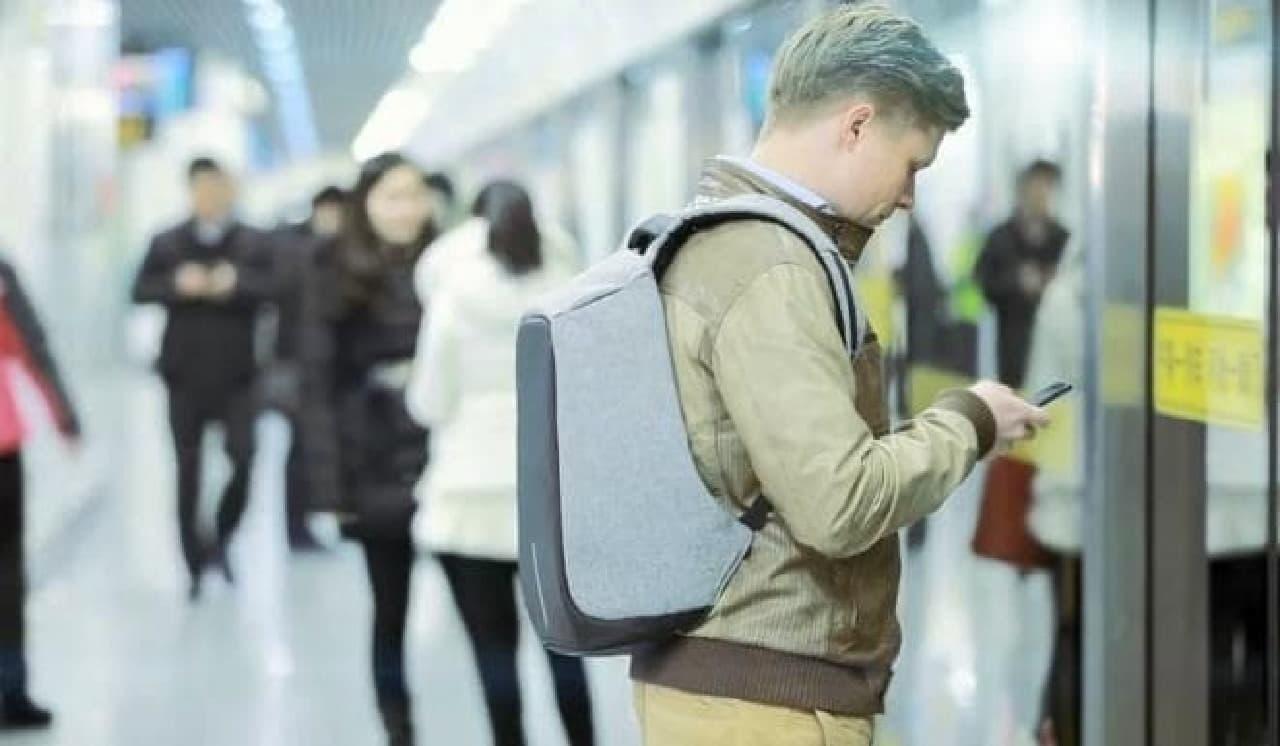 スマートフォンに気を取られていても、スリの被害に遭う可能性が低い