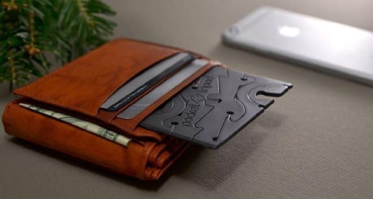 財布に入れて持ち運べる「Pocket Tripod」
