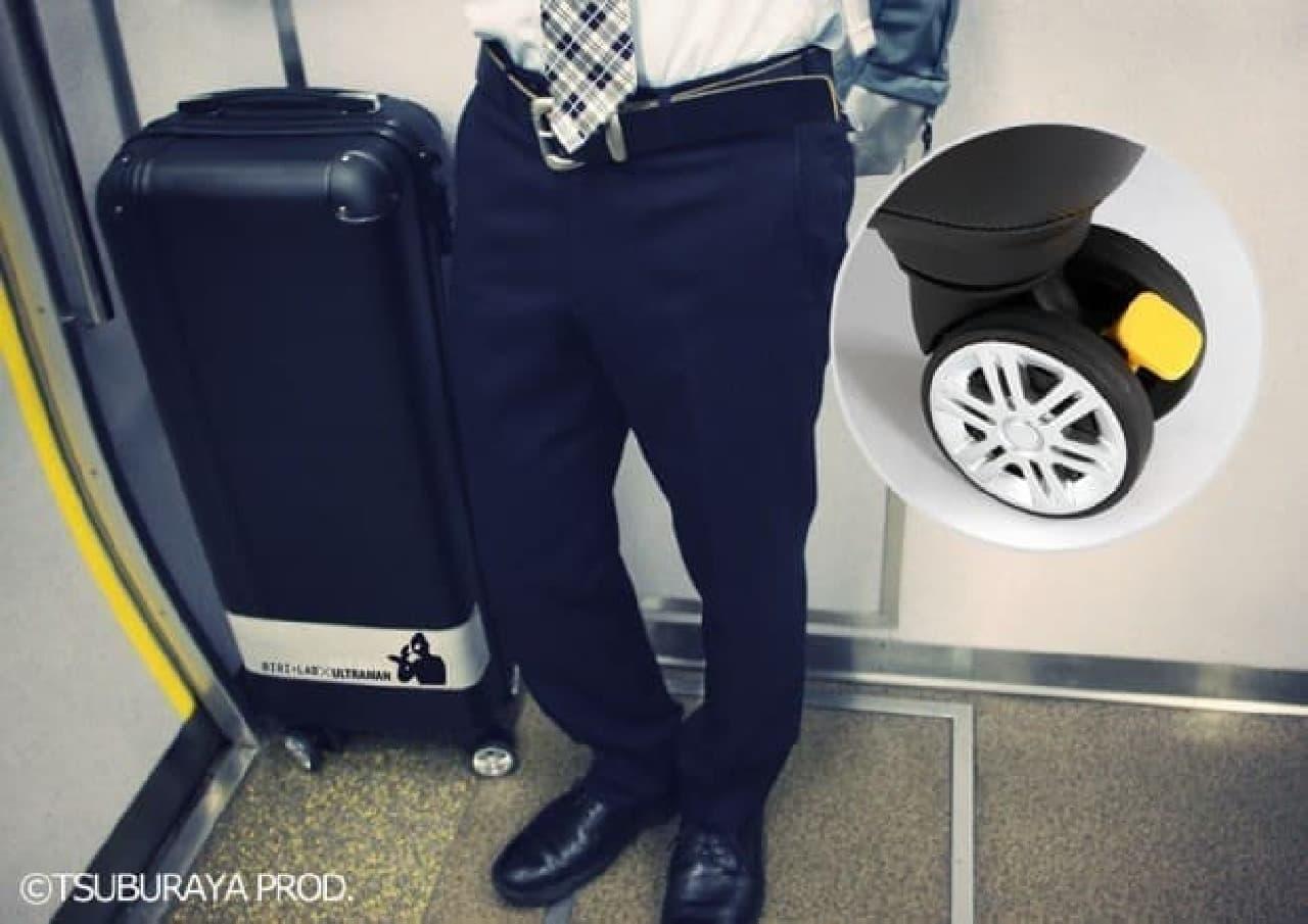 「スリムスーツケース ULTRAMAN」デザイン