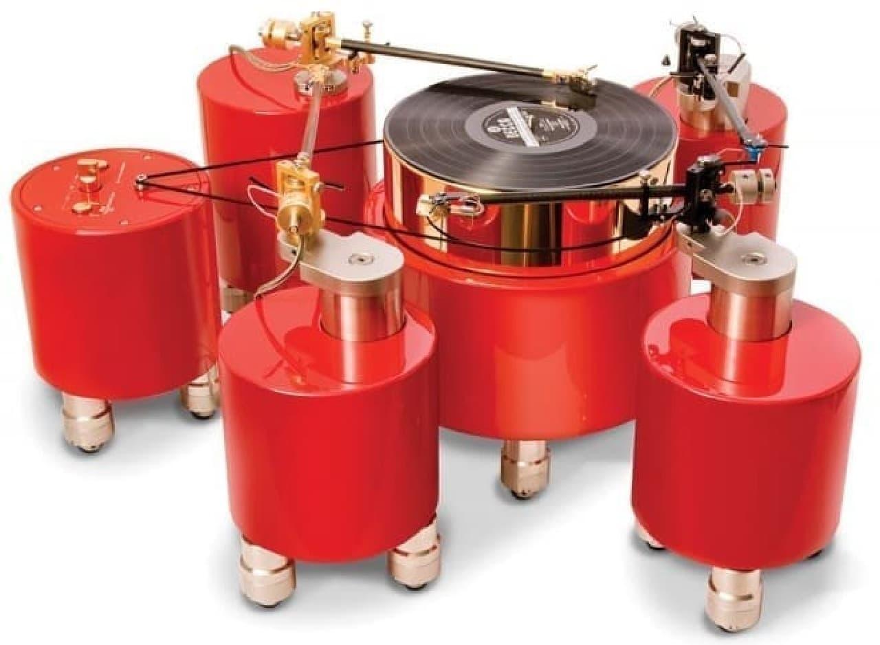 アームが4本ついたレコードプレーヤー「Quad Calibrated Turntable」