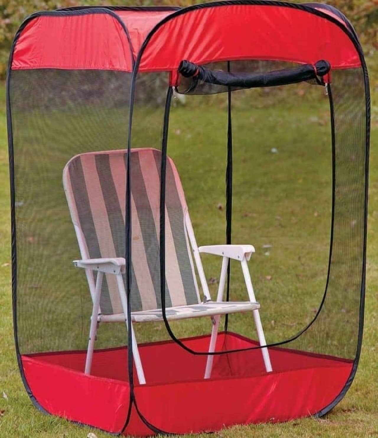 蚊や虫からまもってくれるミニテント「Pop-Up Screen Chair Tent」