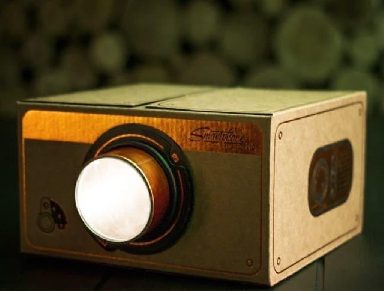 映写機みたいなデザインのプロジェクター「Smartphone Projector 2.0」
