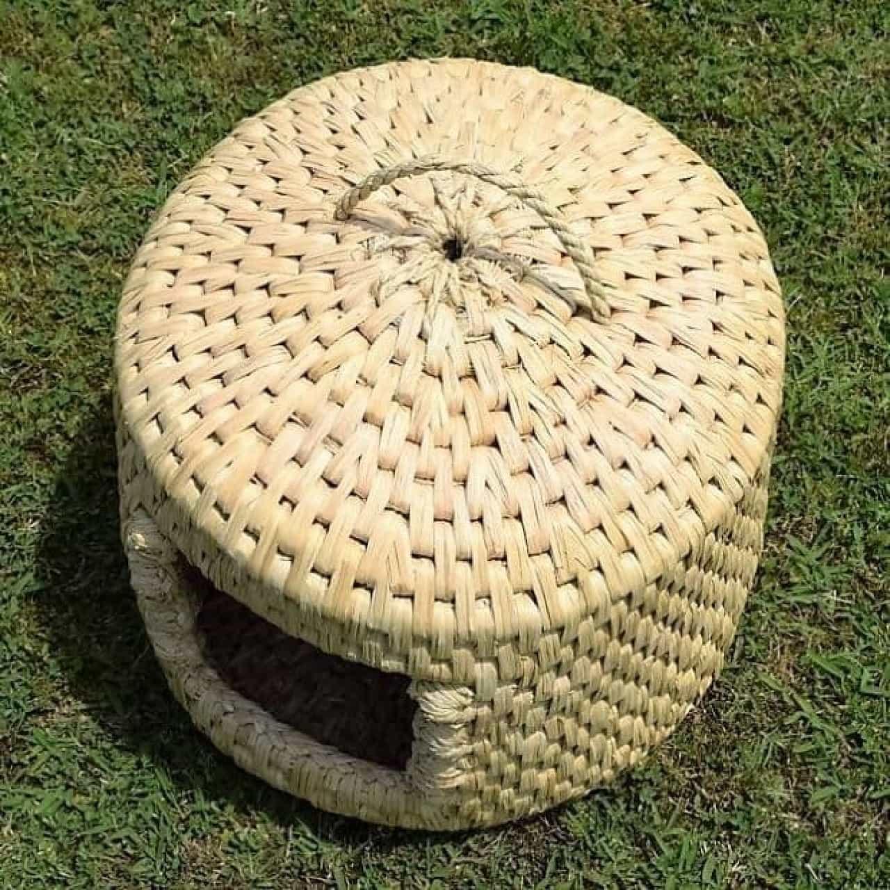 稲わらを編んで作った「猫つぐら」