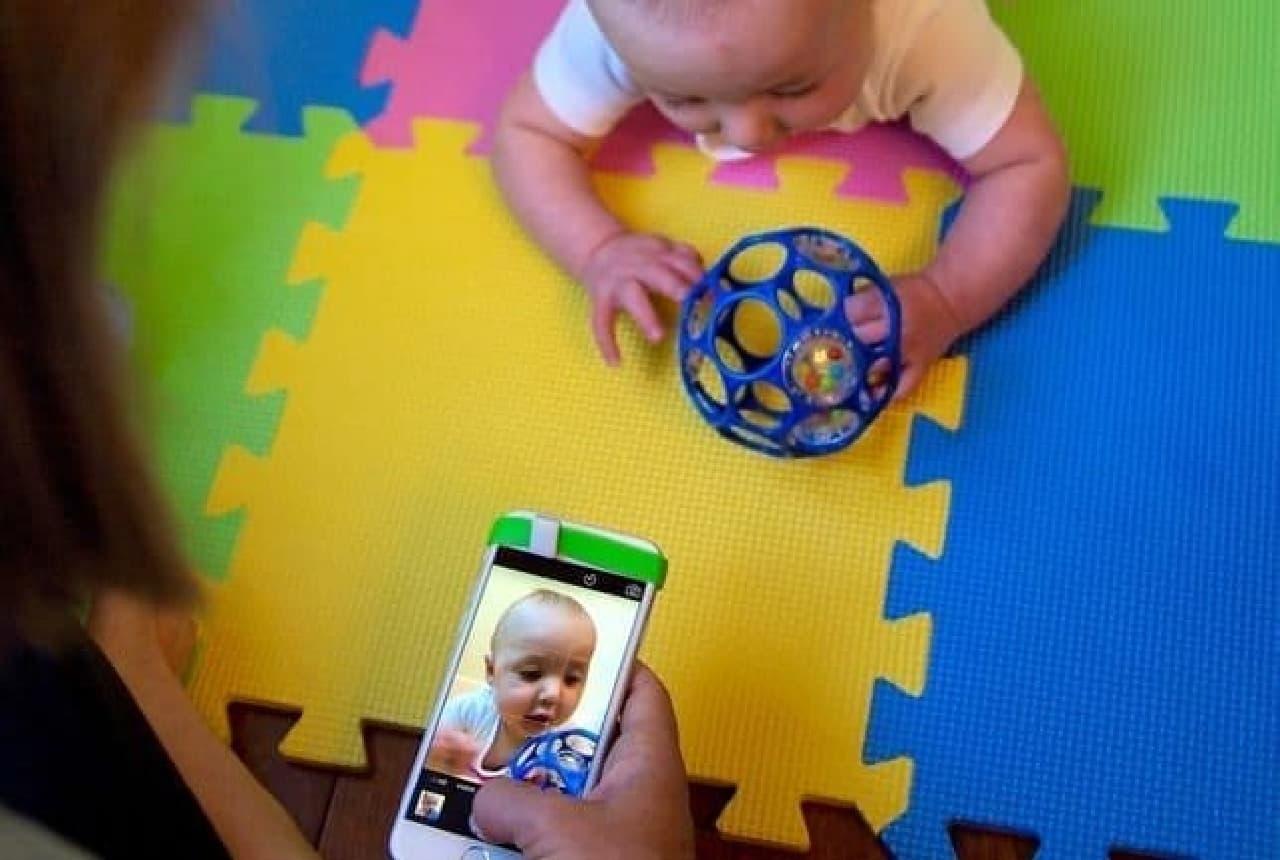 赤ちゃんやペットの写真撮影が楽になるスマホカメラ用ツール「PRISMO」